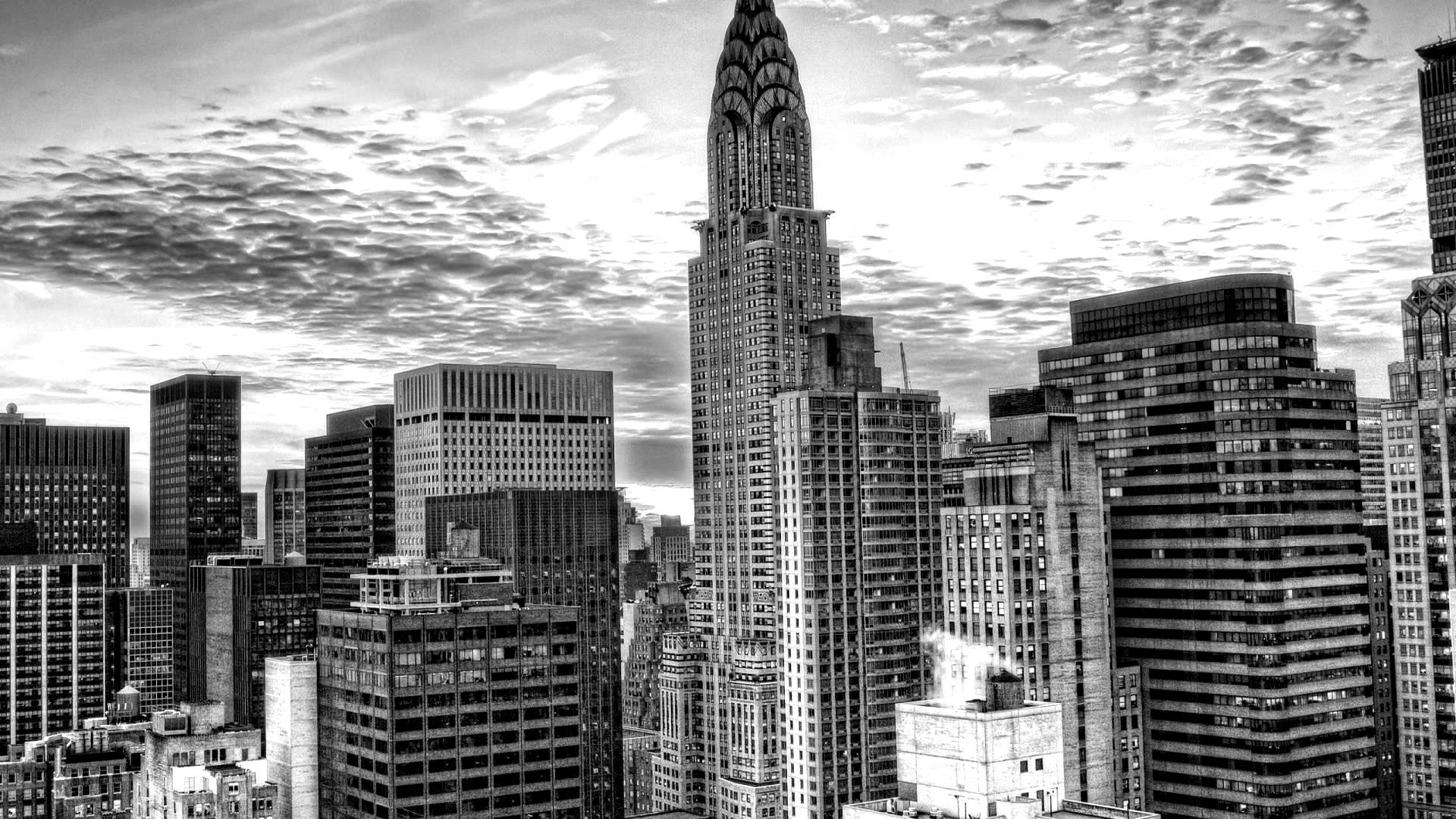 magnificent_sunset_behin_chrysler_building_in_nyc_hdr-blackwhite